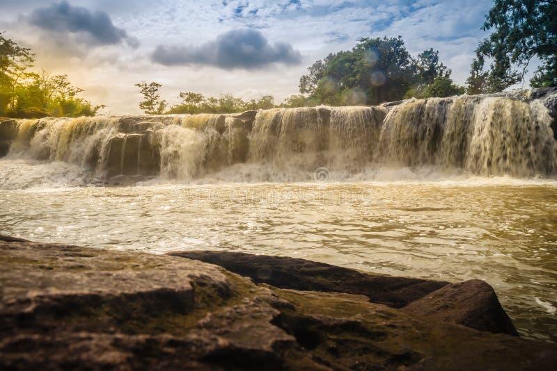 Pequeña cascada exótica para nadar la cascada nombrada de Tadton adentro fotografía de archivo