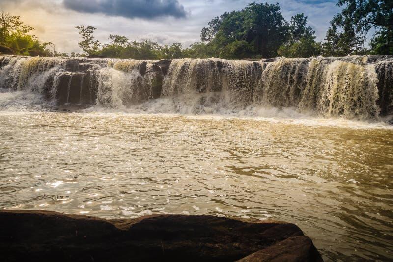 Pequeña cascada exótica para nadar la cascada nombrada de Tadton adentro fotos de archivo