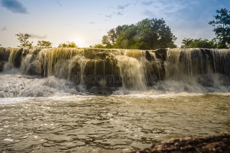 Pequeña cascada exótica para nadar la cascada nombrada de Tadton adentro imágenes de archivo libres de regalías