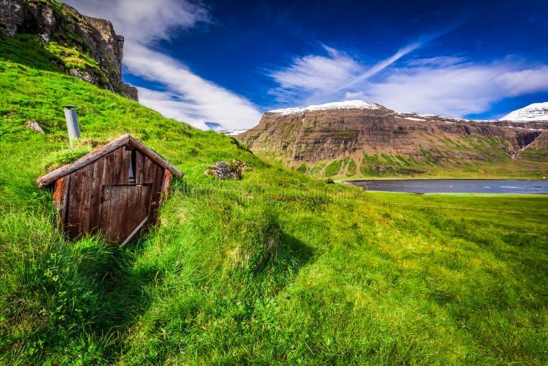 Pequeña choza de la montaña, Islandia imágenes de archivo libres de regalías