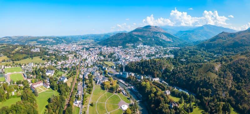 Pequeña ciudad de Lourdes en Francia fotos de archivo libres de regalías