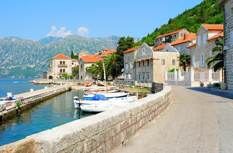 Pequeña ciudad de Perast en Montenegro foto de archivo libre de regalías