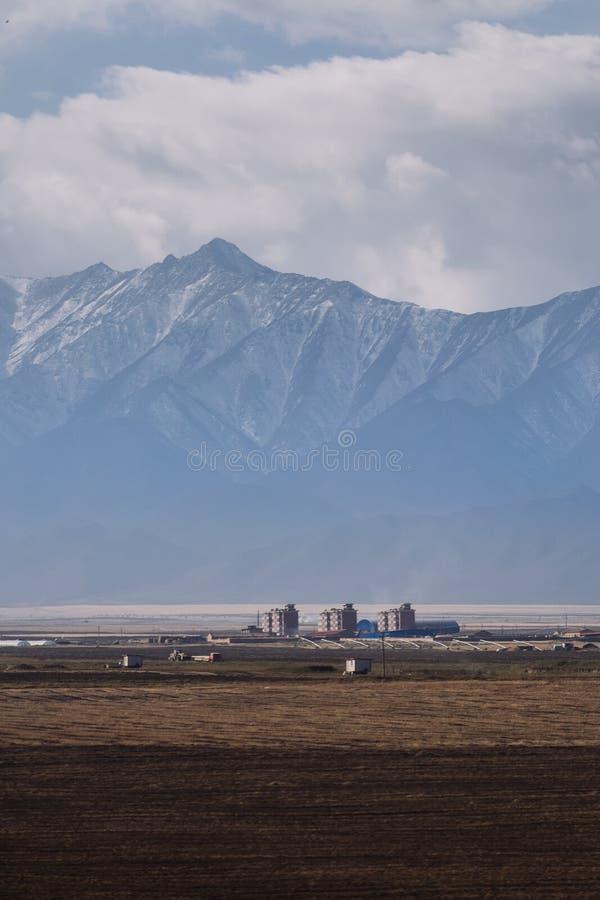 Pequeña ciudad en la provincia de Gansu, en el lado occidental de China imagen de archivo