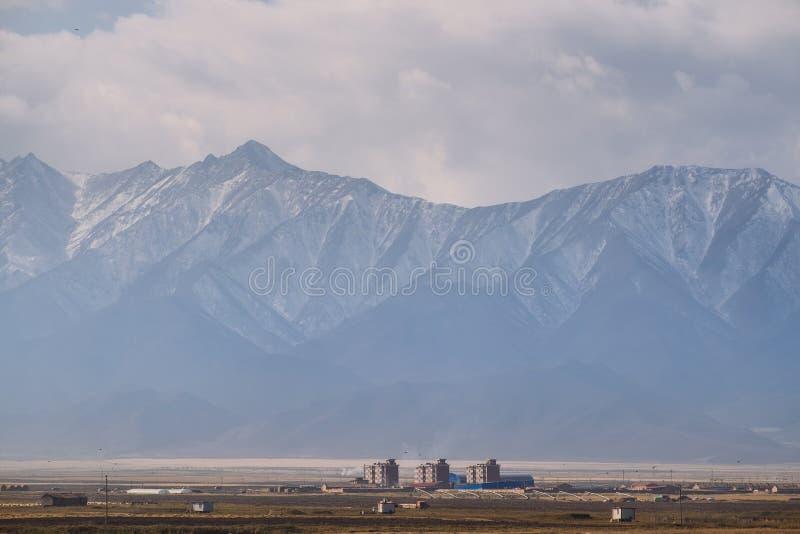 Pequeña ciudad en la provincia de Gansu, en el lado occidental de China fotografía de archivo