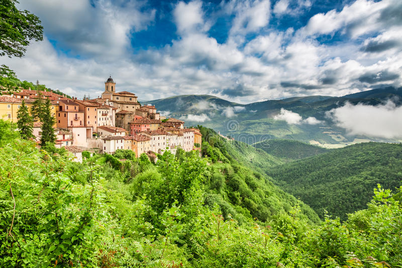 Pequeña ciudad hermosa, Umbría, Italia foto de archivo