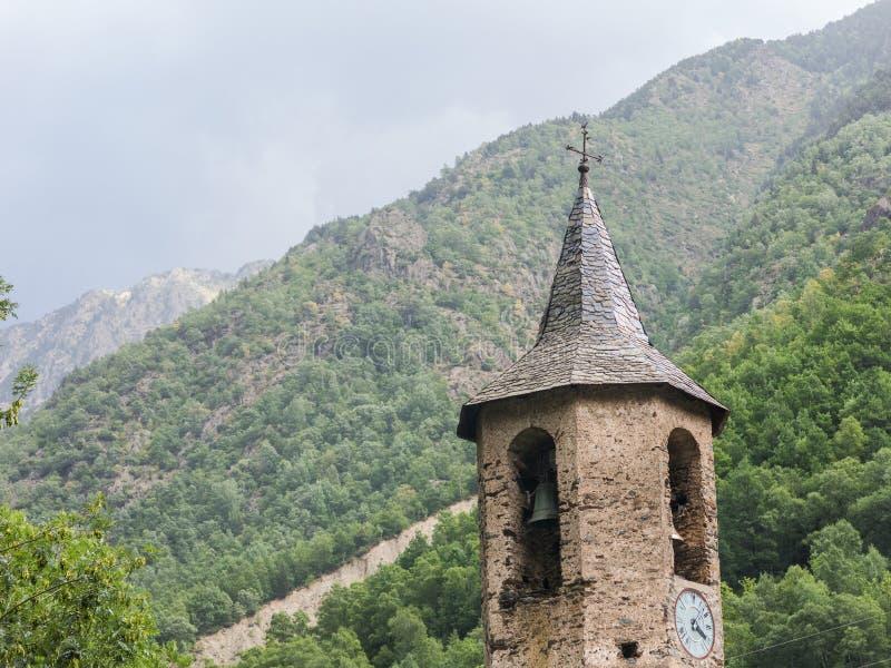 Pequeña ciudad medieval de Tavascan, región de Pallars Sobira Catal?n los Pirineos Catalu?a, Espa?a imagenes de archivo