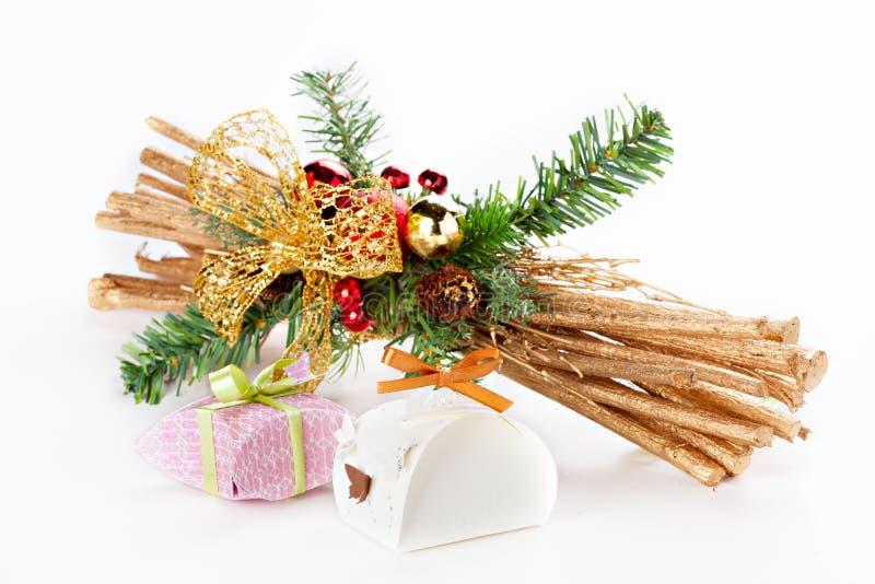 Pequeña decoración hecha a mano del regalo y de la Navidad foto de archivo libre de regalías