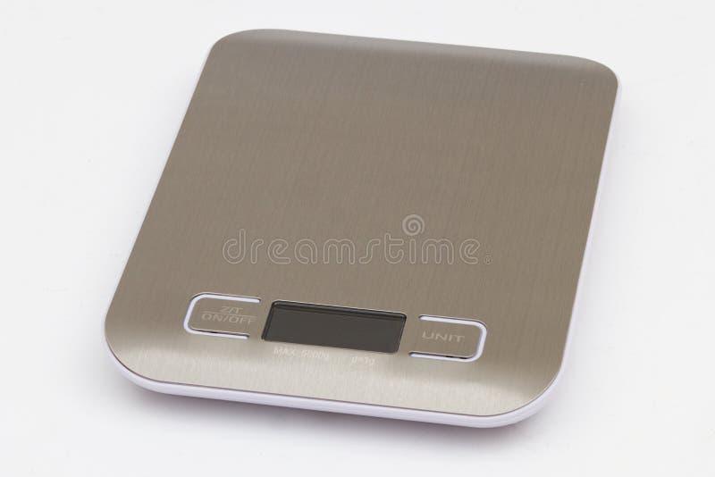Pequeña escala digital moderna de la cocina sobre backgroun blanco aislado foto de archivo libre de regalías