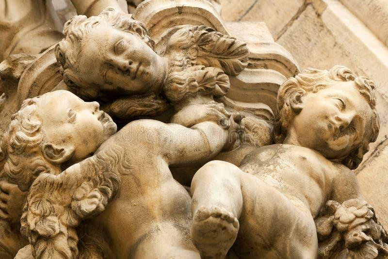 Pequeña estatua de los ángeles fotografía de archivo libre de regalías