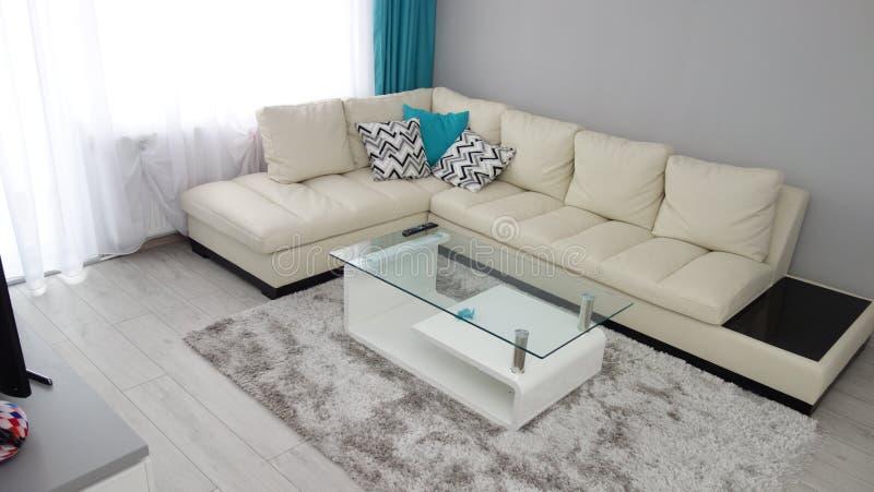 Peque a idea del dise o de la sala de estar del for Idea sala de estar cuadrada