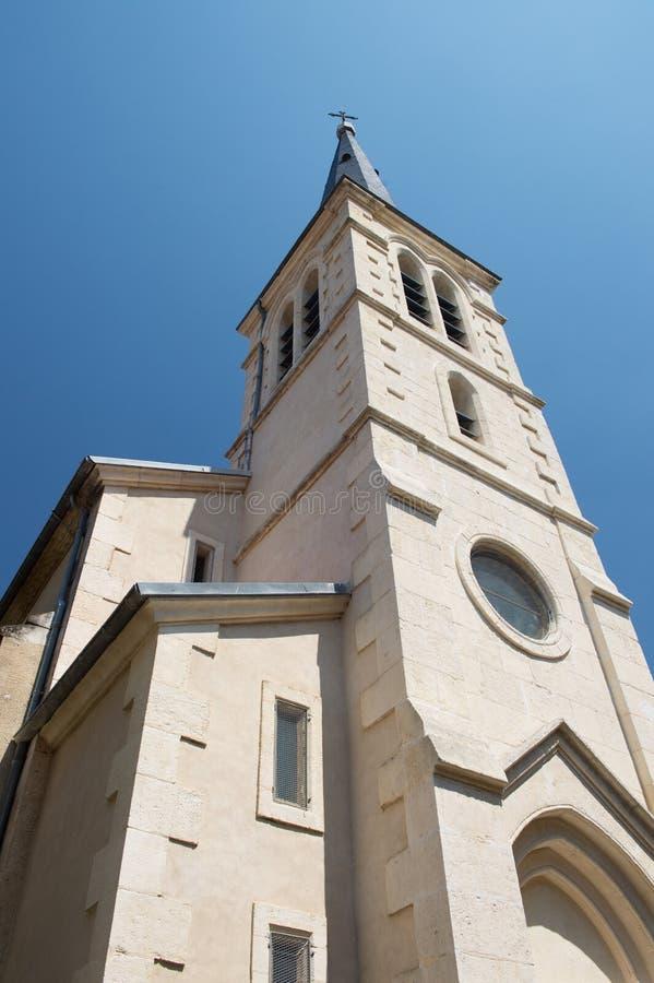Pequeña iglesia en pueblo en Francia imágenes de archivo libres de regalías