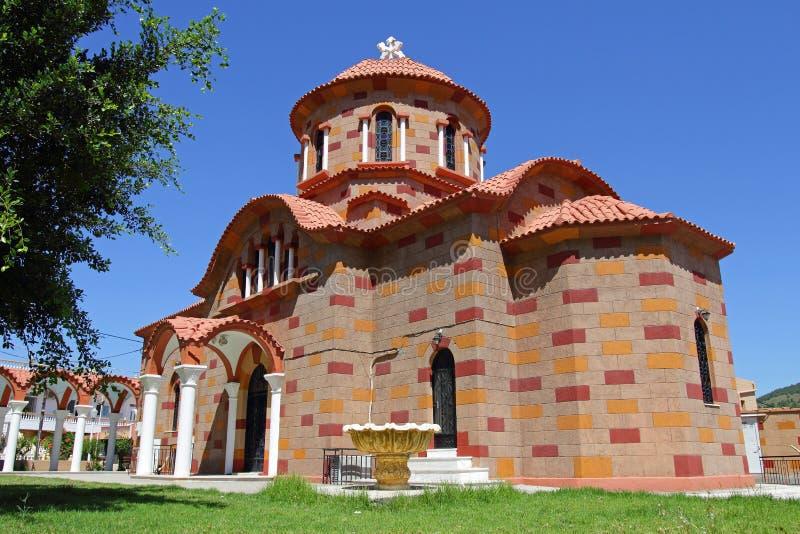 Pequeña iglesia griega hermosa fotos de archivo libres de regalías