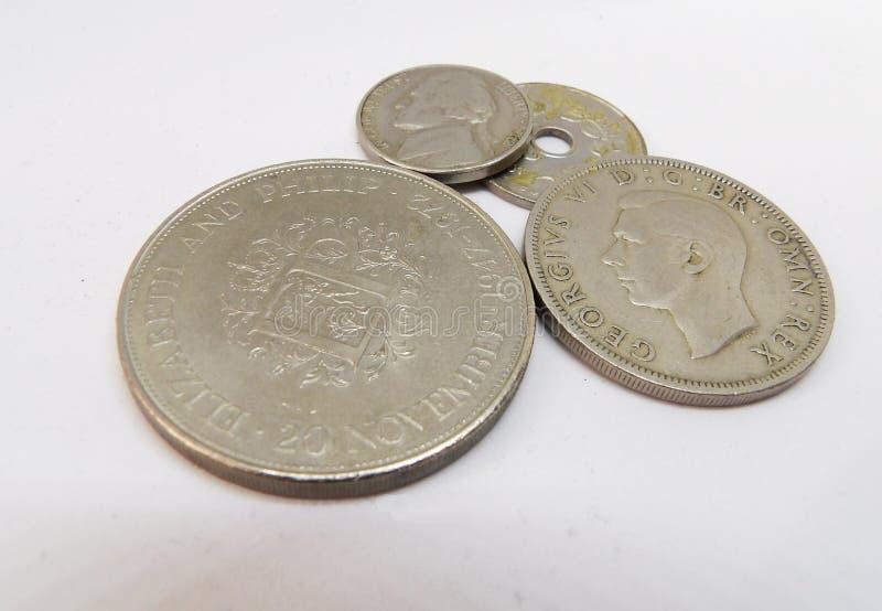 Pequeña macro de las monedas del renumeration de los peniques financieros metálicos británicos viejos del pago fotos de archivo libres de regalías