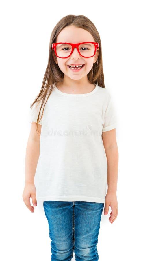 Pequeña muchacha adorable en una camiseta blanca fotos de archivo