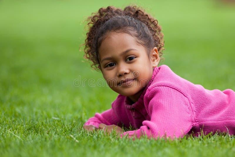 Pequeña muchacha asiática africana adorable foto de archivo libre de regalías