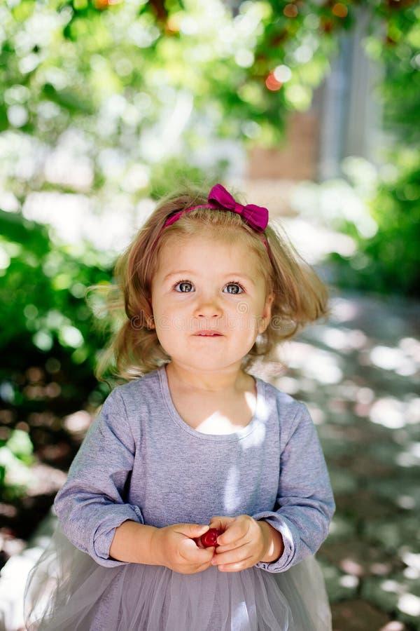 Pequeña muchacha dulce imagen de archivo libre de regalías