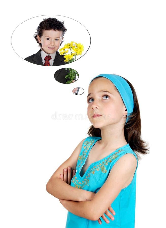 Pequeña muchacha que piensa en su novio con un ramo hermoso imagen de archivo