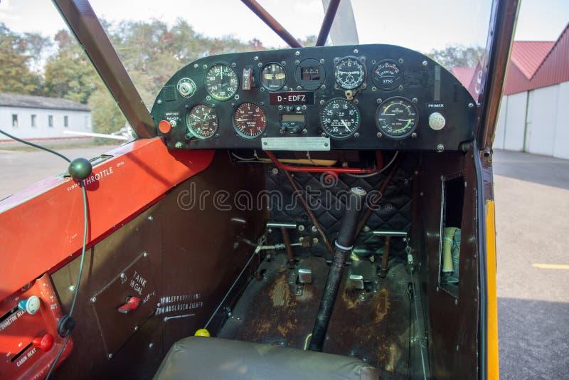 Pequeña opinión de carlinga de aviones foto de archivo