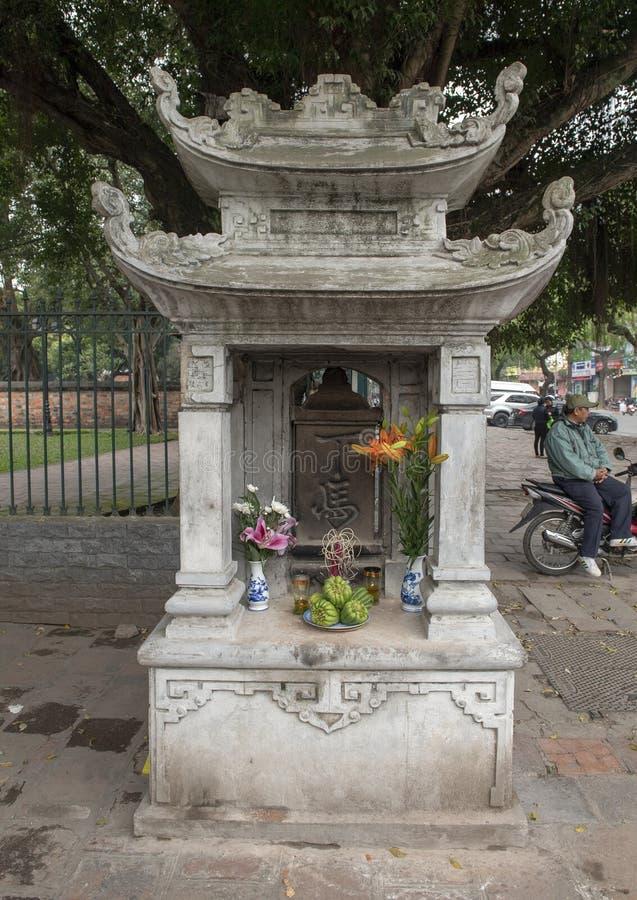 Pequeña pagoda fuera del templo de la literatura, Hanoi, Vietnam foto de archivo libre de regalías