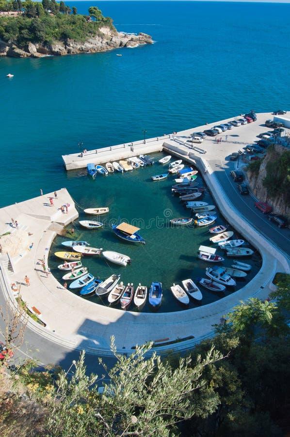 Pequeña playa en Ulcinj - Montenegro fotos de archivo