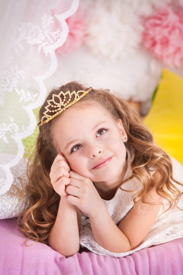 Pequeña princesa en el guisante fotos de archivo libres de regalías