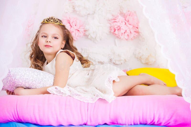 Pequeña princesa hermosa foto de archivo