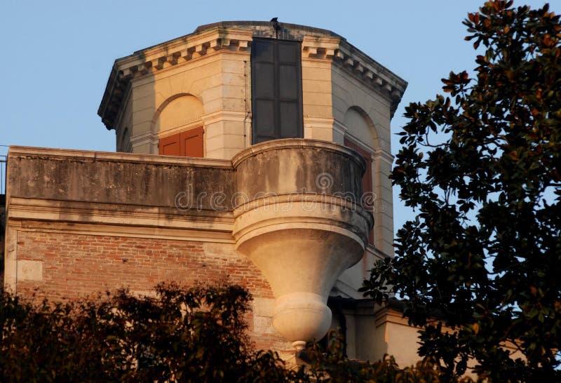 Pequeña torre cerca del del observatorio o del diablo en Padua en Véneto (Italia) foto de archivo libre de regalías