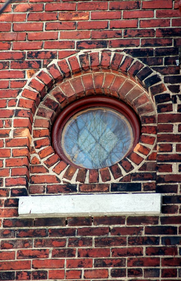Pequeña ventana de cristal manchada redonda fotos de archivo libres de regalías