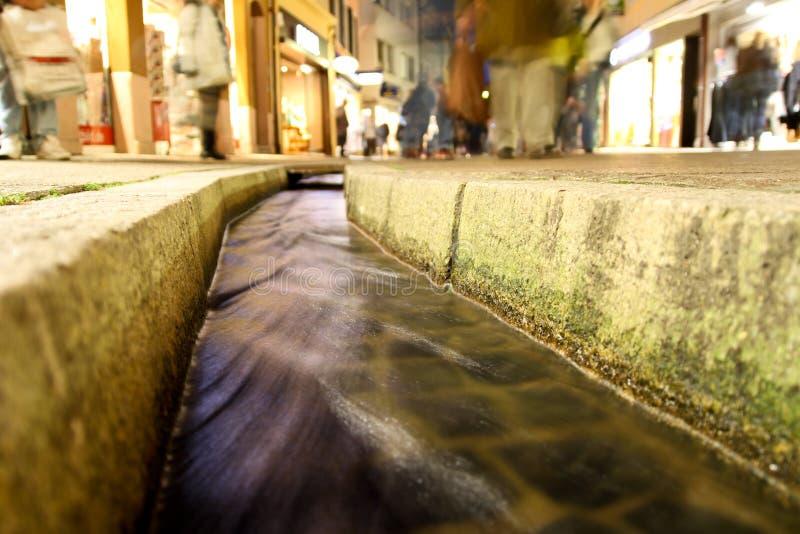 Pequeña zanja del agua en freiburg foto de archivo libre de regalías