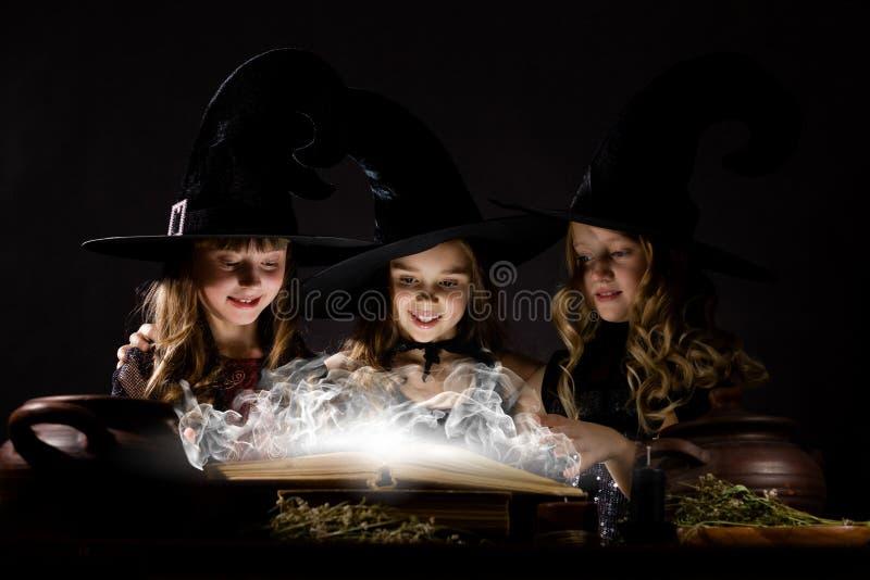 Pequeñas brujas foto de archivo