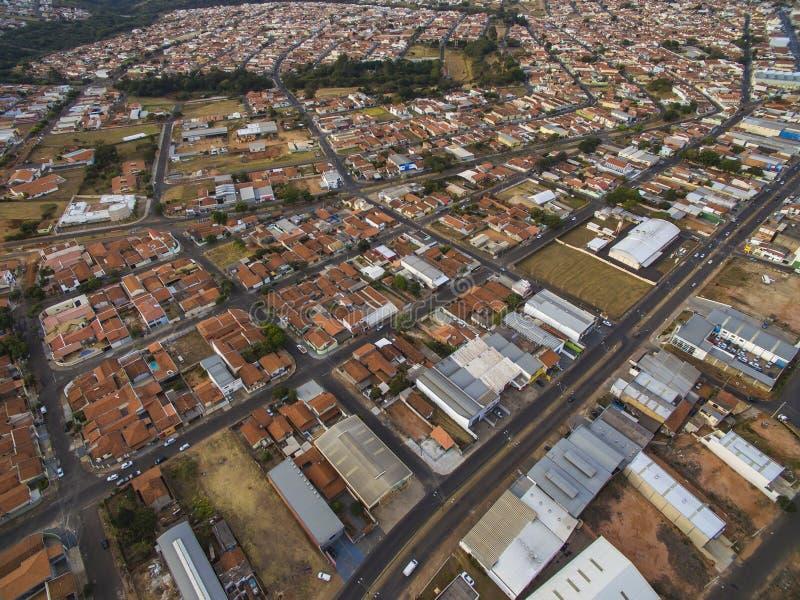 Pequeñas ciudades en Suramérica, ciudad de Botucatu en el estado de Sao Paulo, el Brasil imagen de archivo