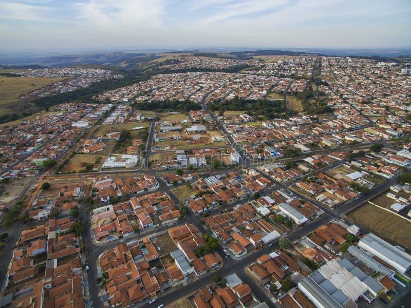 Pequeñas ciudades en Suramérica, ciudad de Botucatu en el estado de Sao Paulo, el Brasil fotos de archivo