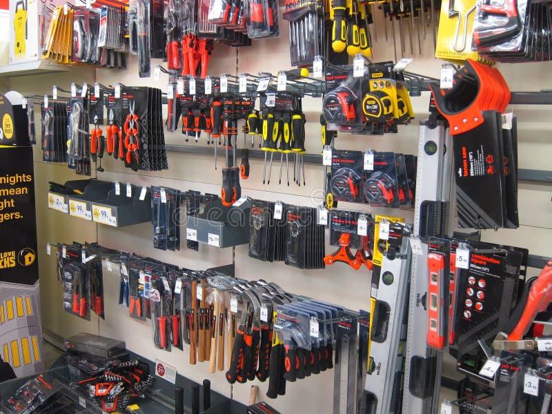 Pequeñas herramientas en una tienda. imagen de archivo