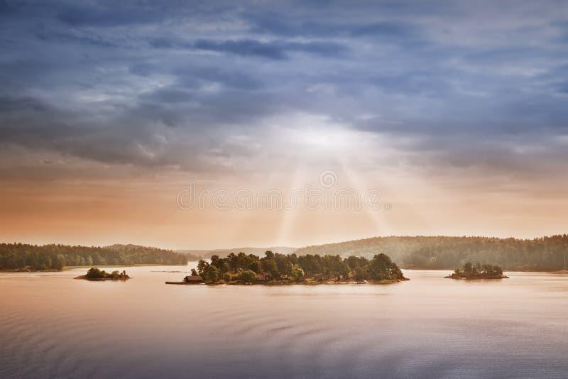 Pequeñas islas por la mañana cerca a Estocolmo fotos de archivo libres de regalías
