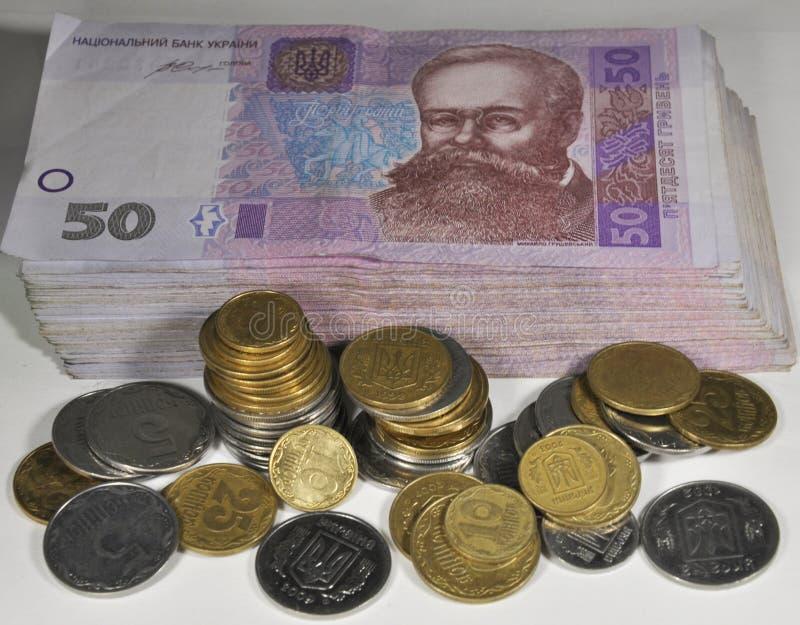 Pequeñas monedas ucranianas y billetes imagen de archivo