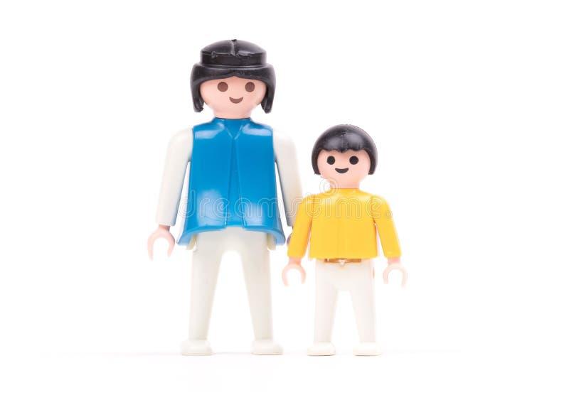 Pequeñas muñecas, juguetes para los niños fotografía de archivo