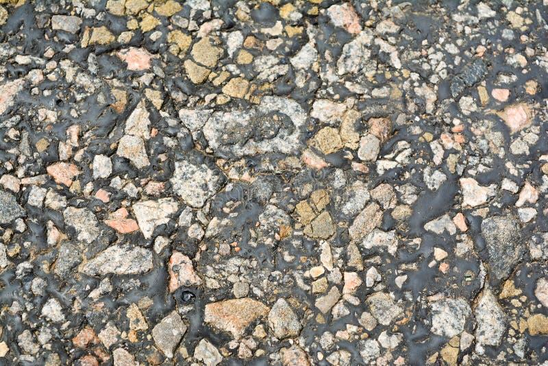 Pequeñas piedras, betún viejo, la echada derretida, una foto del viejo imagenes de archivo