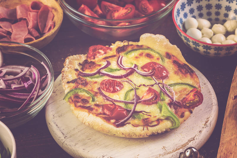 Pequeñas pizzas imagen de archivo