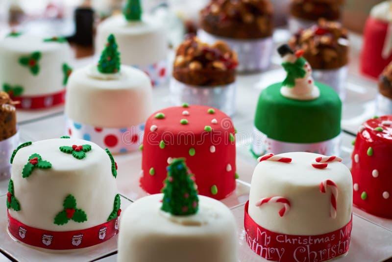 Pequeñas tortas de la Navidad fotos de archivo libres de regalías