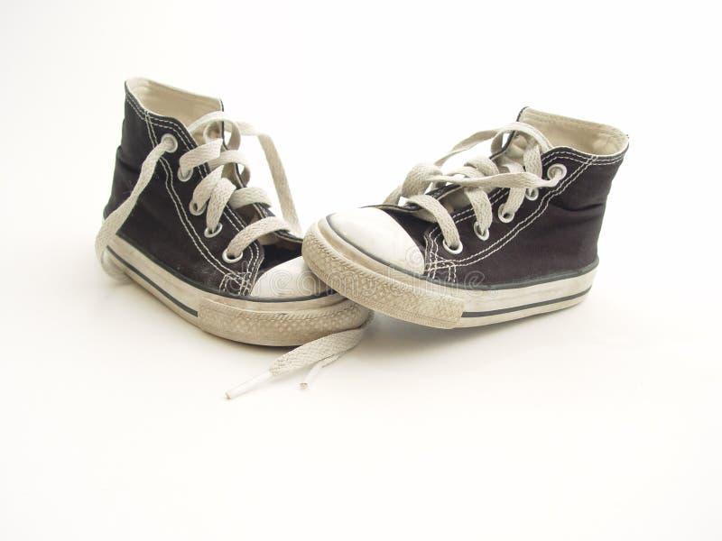 Pequeñas zapatillas de deporte foto de archivo