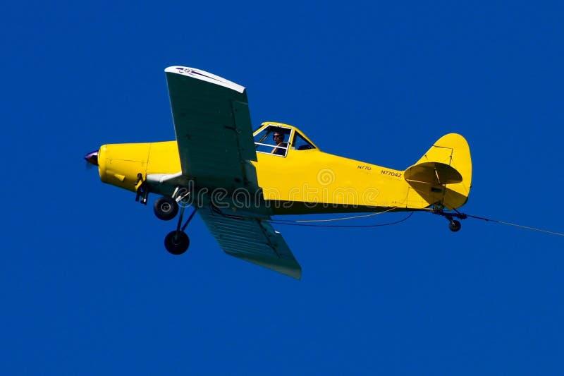 Pequeño aeroplano amarillo fotografía de archivo