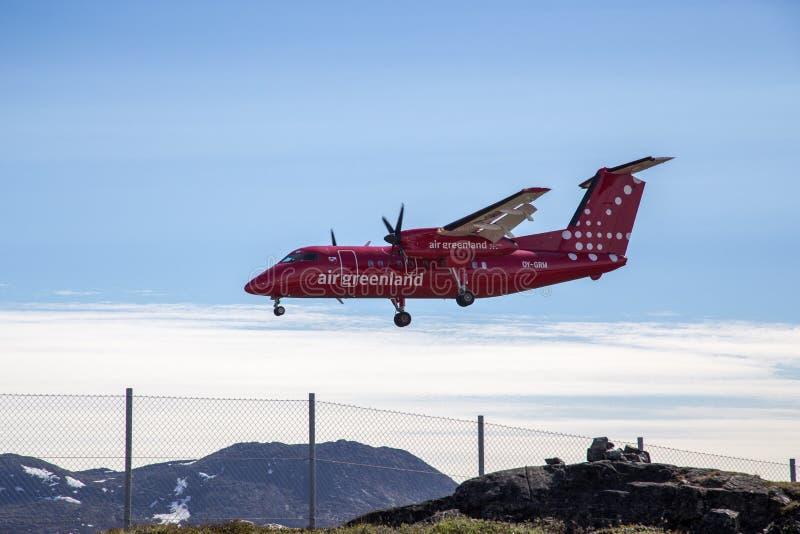 Pequeño aterrizaje de aeroplano en el aeropuerto de Ilulissat, Groenlandia imagen de archivo libre de regalías