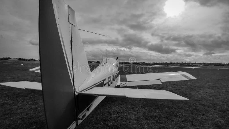 Pequeño avión blanco y negro imágenes de archivo libres de regalías