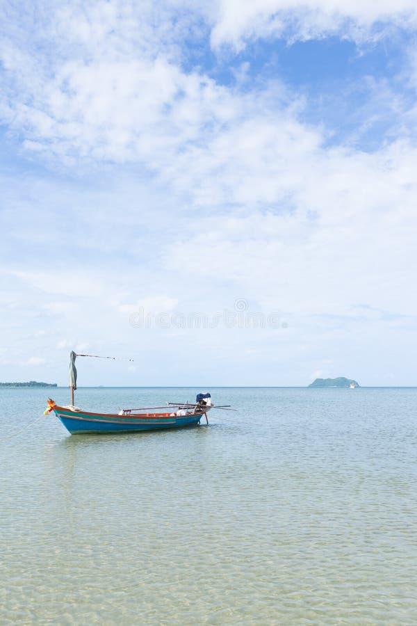 Pequeño barco de pesca fotografía de archivo libre de regalías