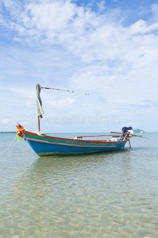 Pequeño barco de pesca imagen de archivo