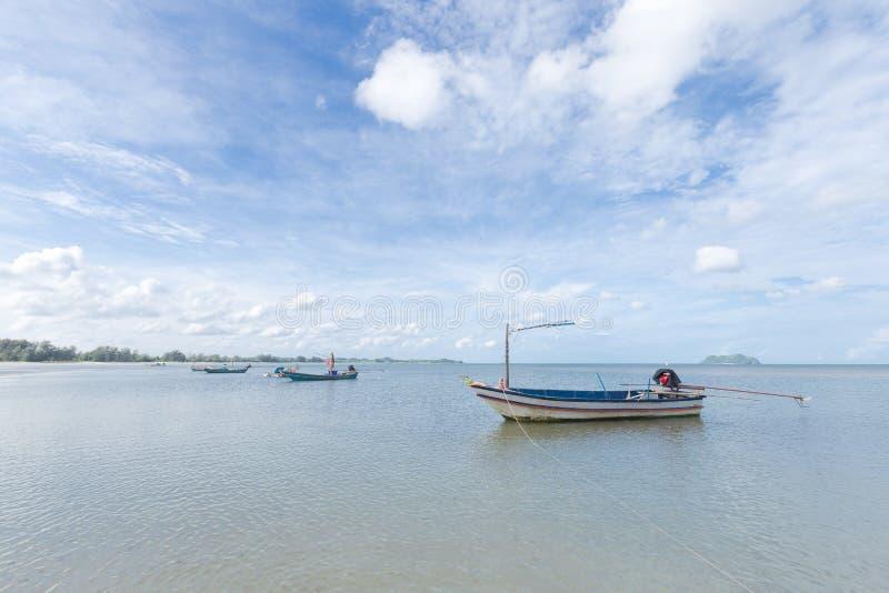 Pequeño barco de pesca fotos de archivo