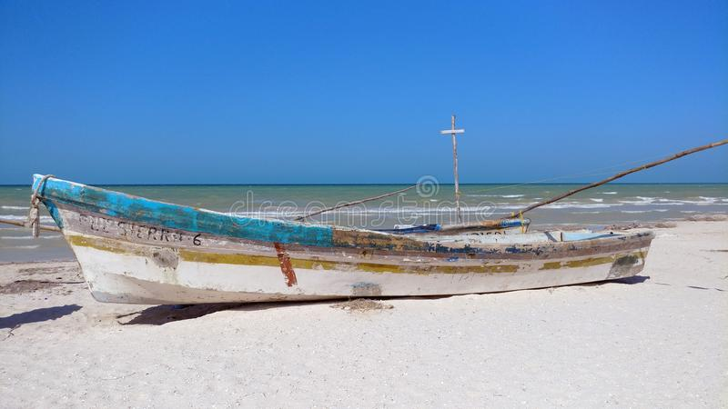Pequeño barco de pesca, Progreso, México imagen de archivo