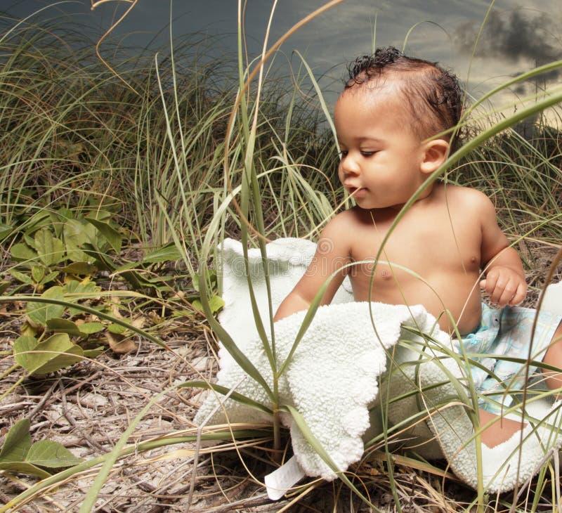 Pequeño bebé adorable foto de archivo libre de regalías