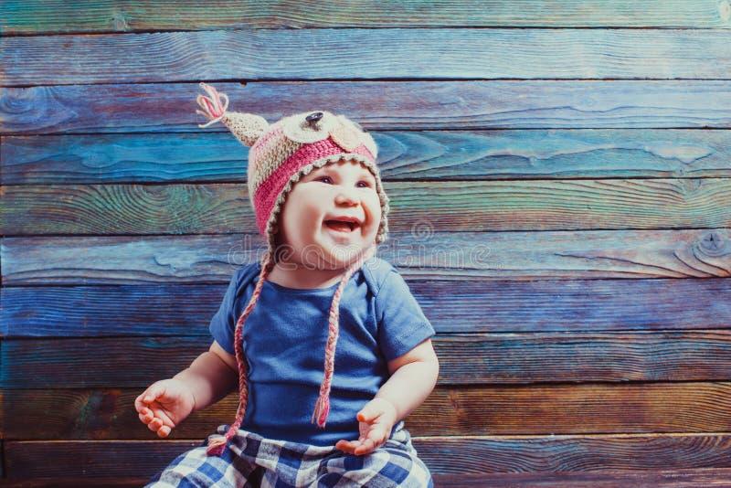 pequeño bebé en un sombrero divertido imágenes de archivo libres de regalías