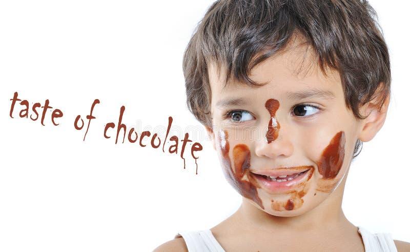 Pequeño cabrito lindo con el chocolate fotos de archivo libres de regalías